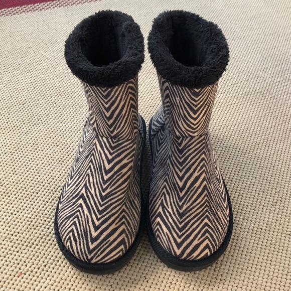 Vera Bradley Shoes - NWOT Vera Bradley boots